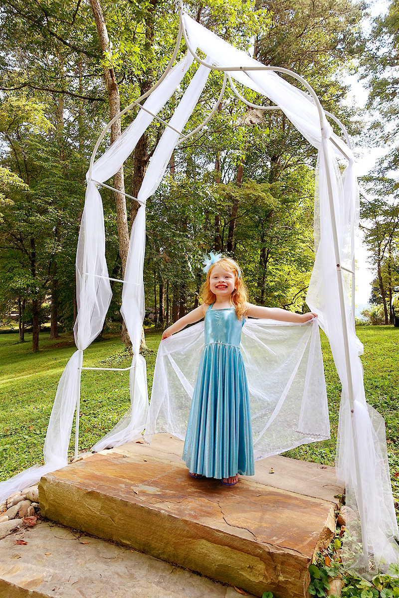 Arabella-4th-birthday-elsa-costume-02