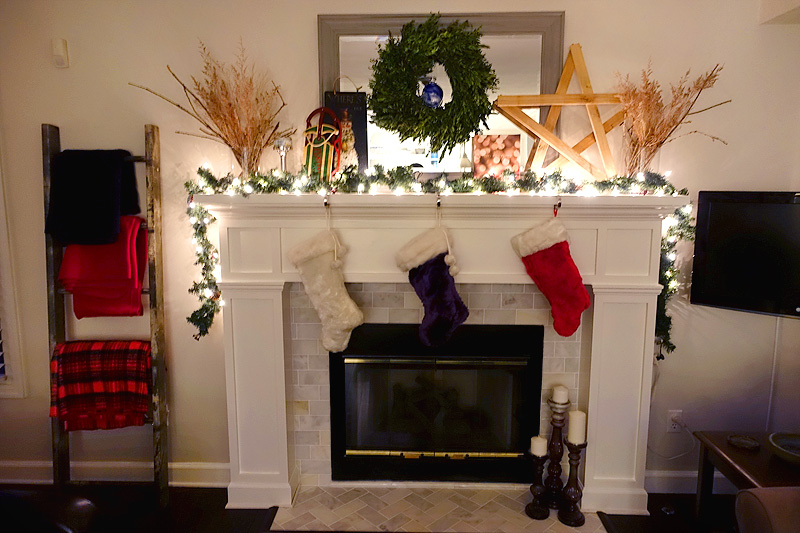 Holiday-Decor-Christmas-Mantle