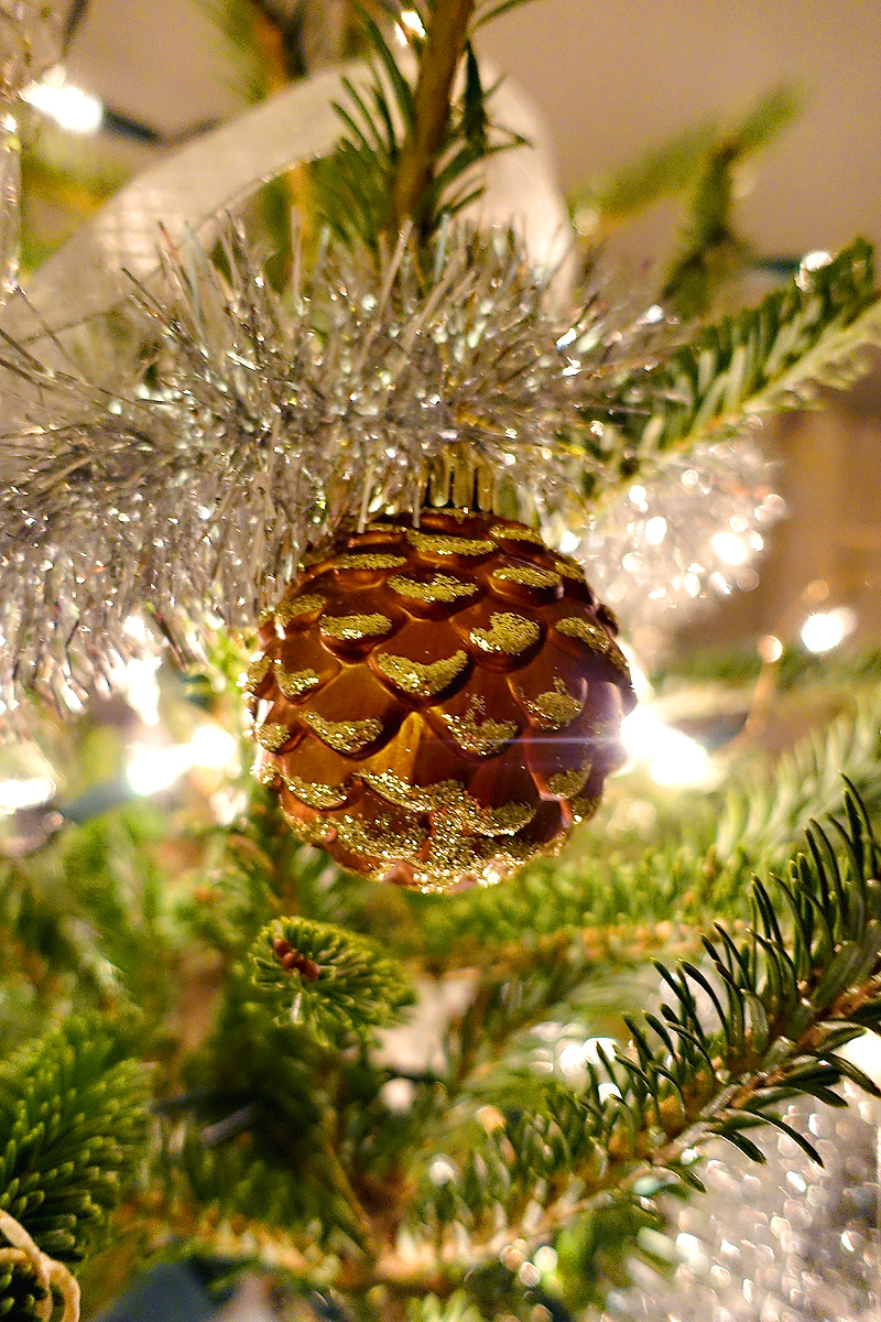 Holiday-Decor-Silver-Gold-Christmas-Tree-Shatter-Free-Pinecone-Ornament
