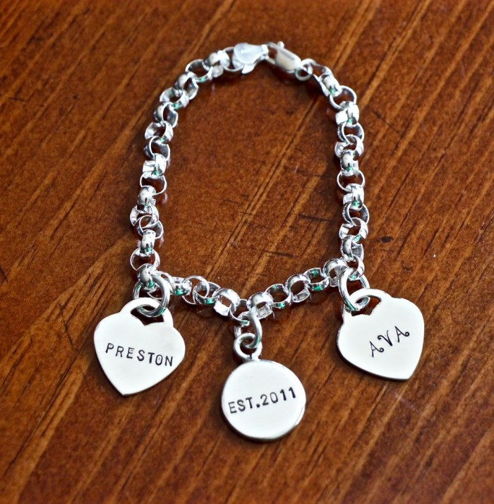 Family Personalized Name Charm Bracelet- Heart Circle
