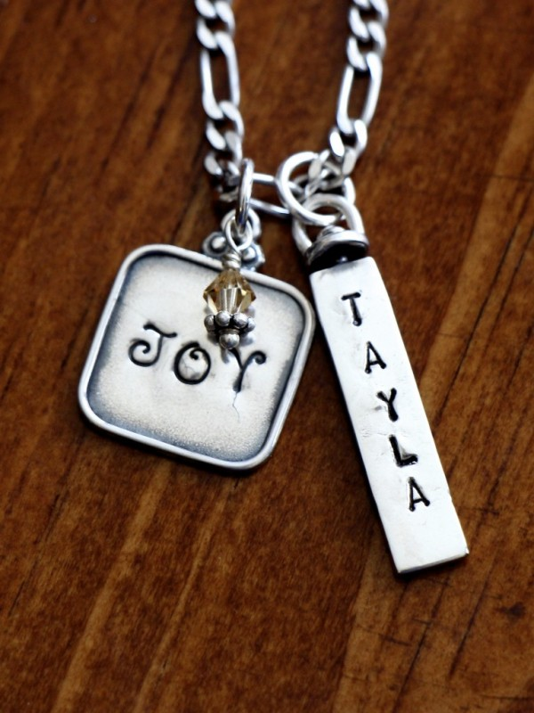 Three Name Date Charm Necklace Kandsimpressions