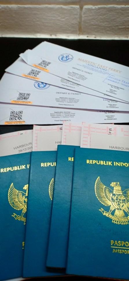 passpor dan tiket ke singapura