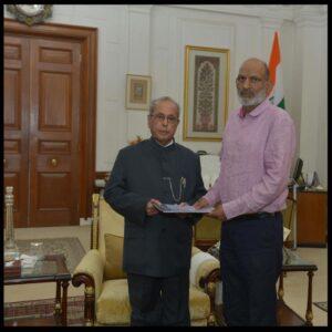 Dad with Pranab Mukherjee_President 2018 (1)