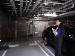 駐車場に設置された蓄電池