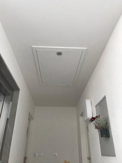 Scala retrattile termoisolata per uscita su tetto piano