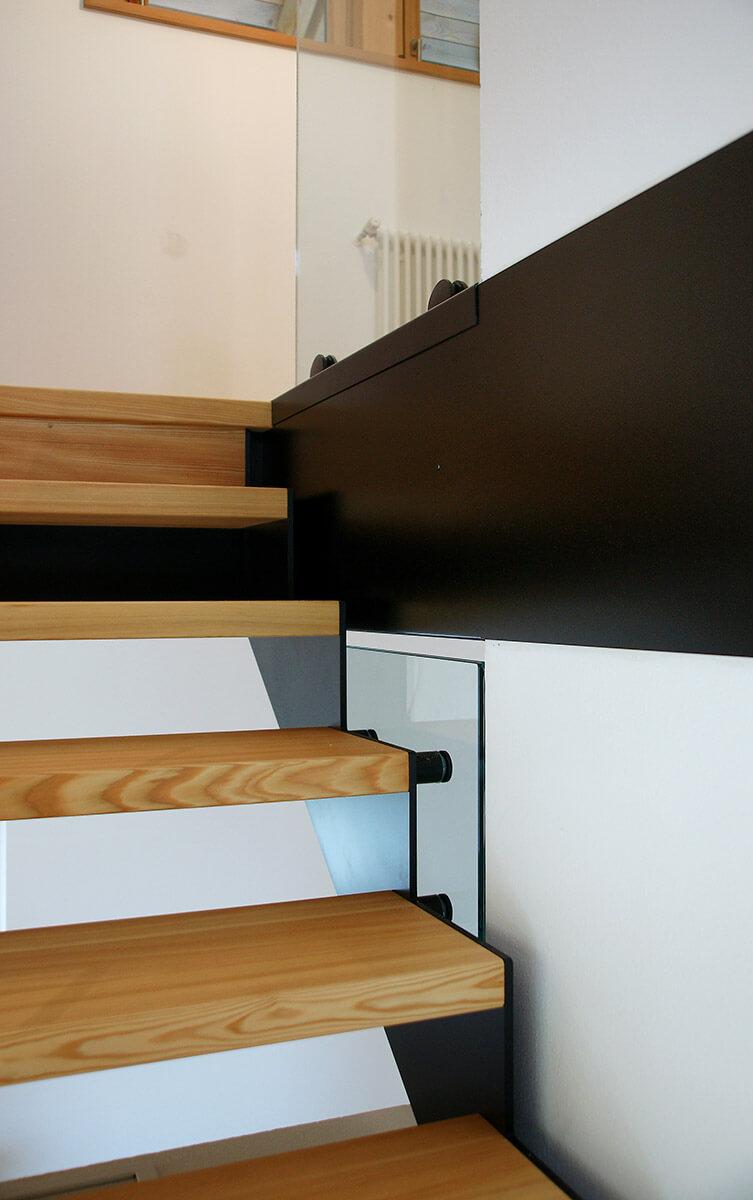 Treppe mit Stufen aus Massivholz sibirischer Lärche geölt