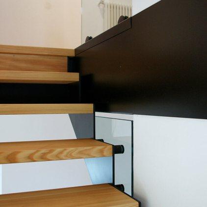 Scala con gradini in legno massiccio larice oliati