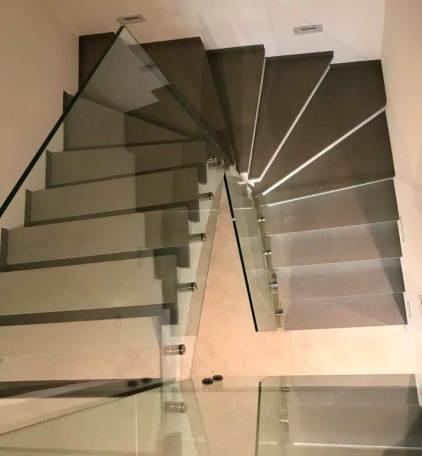 Ringhiera scala con lastre di vetro
