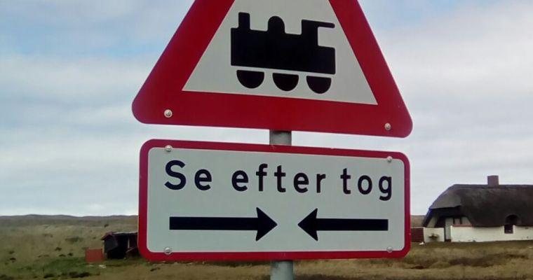 Schilder an Dänemarks Straßen #21 Se efter tog
