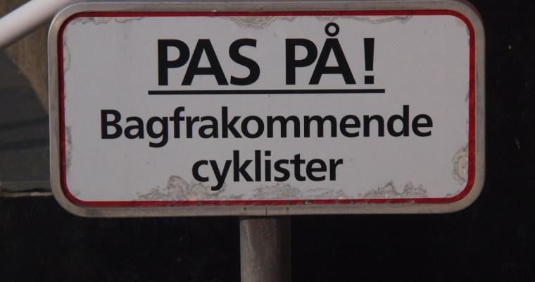 Schilder an Dänemarks Straßen #24 Bagfrakommende cyklister