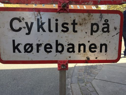 Cyklist på kørebanen