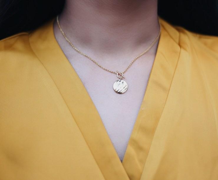 yellow_dress_minimal_jewelry_necklace