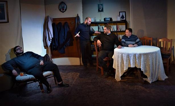 """""""Scherzi da preti"""" Il teatro al confine tra comico e spirituale"""