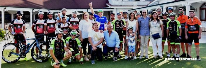 Arrivo del ciclista più amato…riale di Italia: Simone Broggi al Gaslini di Genova