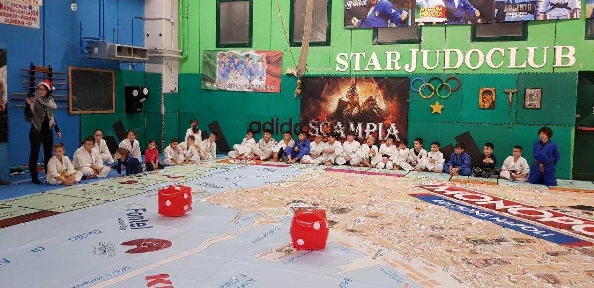 Star dello sport a Scampia (NA) per il Monopoly Napoli