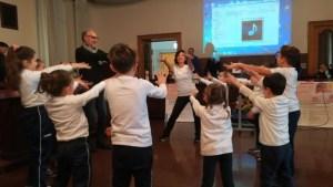 Bambini a Pompei riflettono sul movimento col Cantaballo