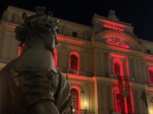 La CCIAA di Napoli si colora di rosso per la Giornata mondiale contro la violenza sulle donne