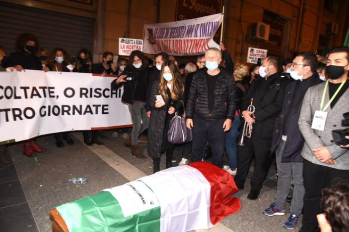 A Napoli il corteo funebre dell'economia italiana