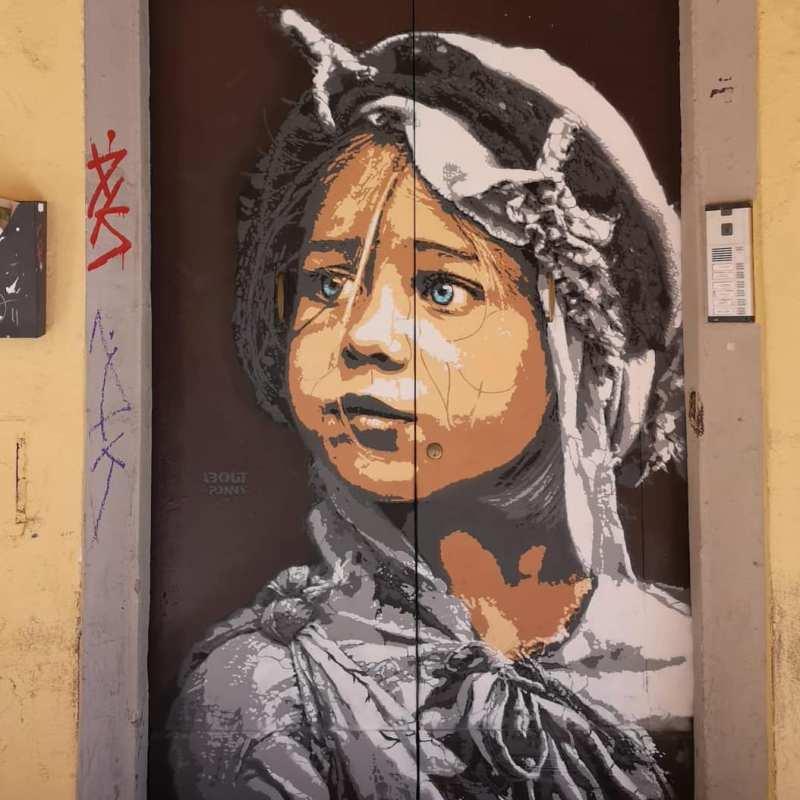 Murales raffigurante un bambino in via del Pratello.