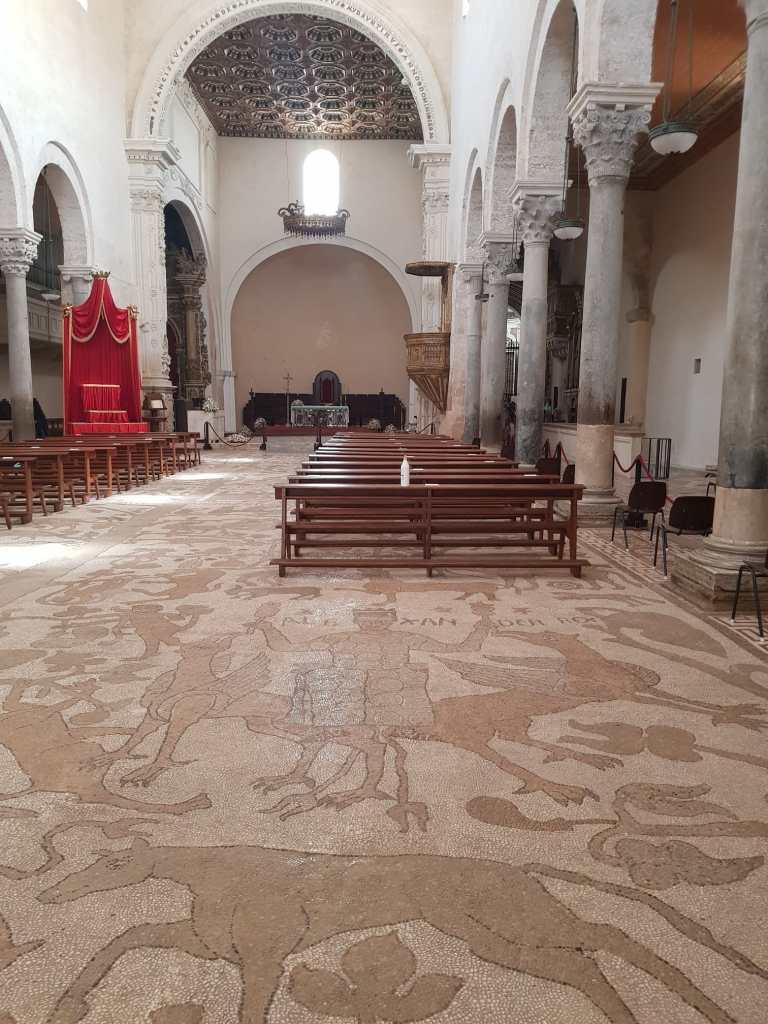 In foto, il mosaico che rappresenta l'Albero della Vita all'interno della Cattedrale di Otranto.