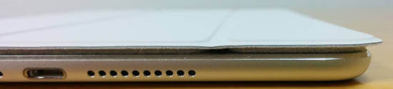 iPad mini4 スマートカバーがはみ出す