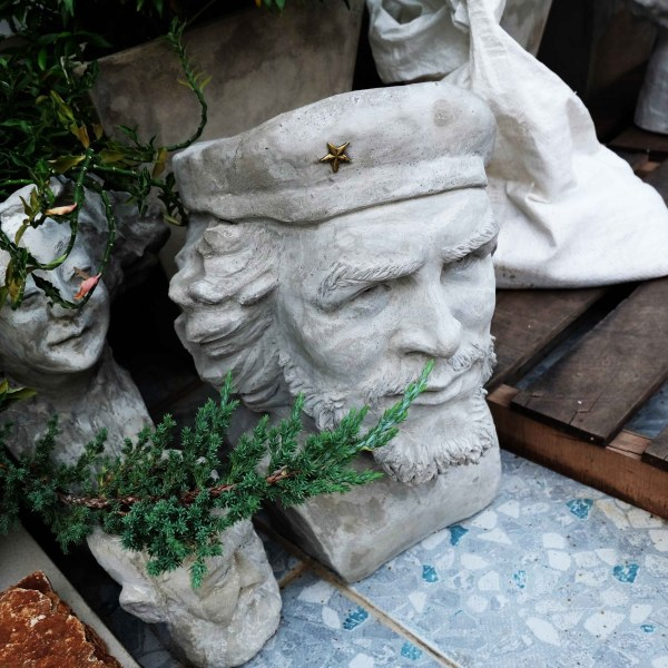 Handcrafted Cement Che Guevara Planter(El Che Plant Pot), House, Office, Garden Plant Pot, Unique Pot, Container, 500-mm, 20-inches(Height)