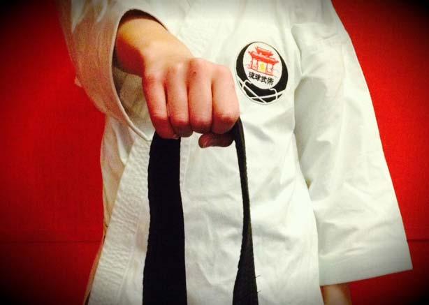 how_to_tie_karate_bel_obi_step_1