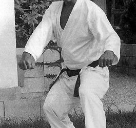 Kojo Hideki demonstrating the fudou-gamae (immovable posture) of Kojo-Ryu