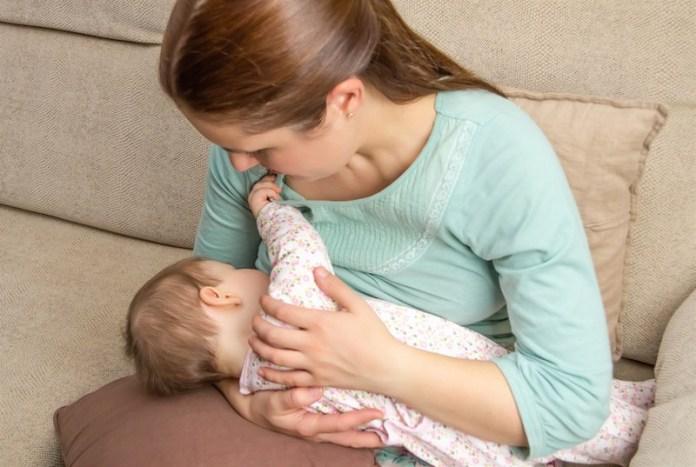 الرضاعة الطبيعية في رمضان .. صومي ورضعي بأمان