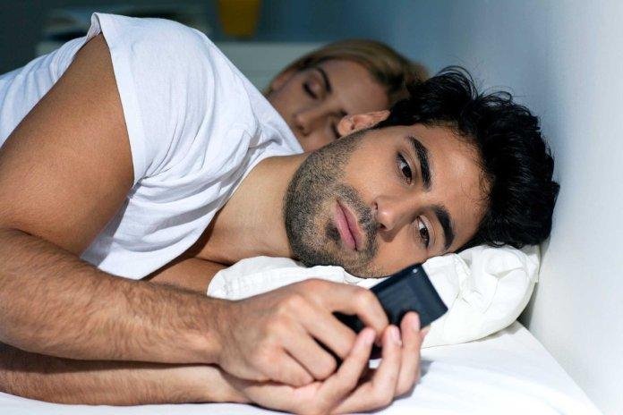 5 علامات تؤكد أنه مازال يفكر في حبيبته السابقة