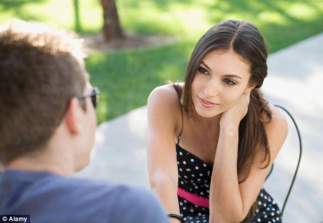 تعرفي علي الوقت المناسب للتحدث مع من يعجبك