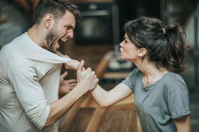 أسباب عدم احترام الزوجة لزوجها