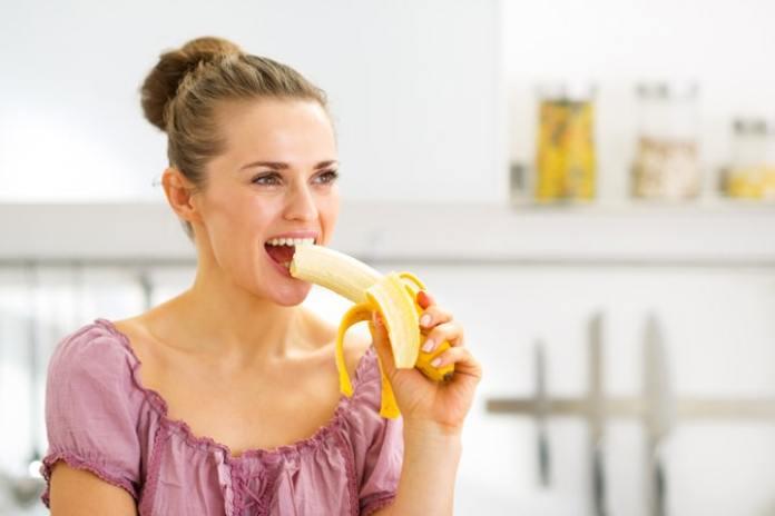 هل أكل الموز قبل النوم يزيد الوزن