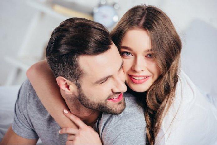 علامات وقوع المرأة في الحب
