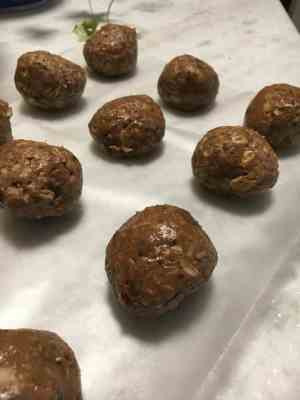 Make-ahead protein balls for Love Your Life Friday at karenehman.com. Click here for recipe.