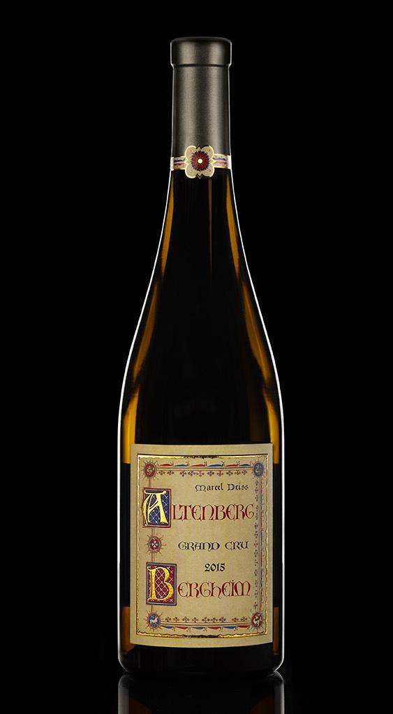 packshot bouteille de vin blanc sur fond noir
