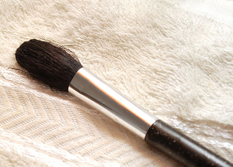 550px-Wash-Makeup-Brushes-Step-6