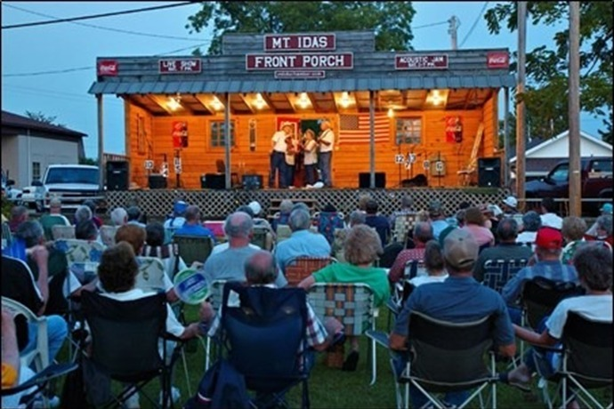 The Frontporch Stage in Mount Ida_6591378117115134229