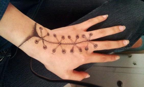 Karmaela Art: Lace doodles on hand