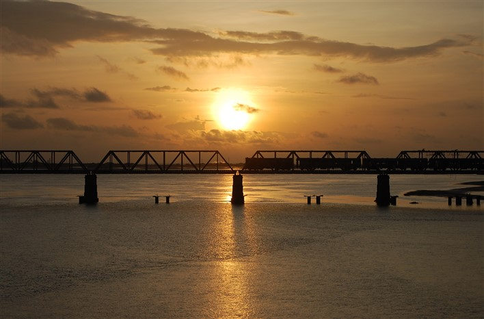 Sunset at Ullal Bridge Mangalore. Photographer Nithin Bolar K https://commons.wikimedia.org/w/index.php?curid=8354176