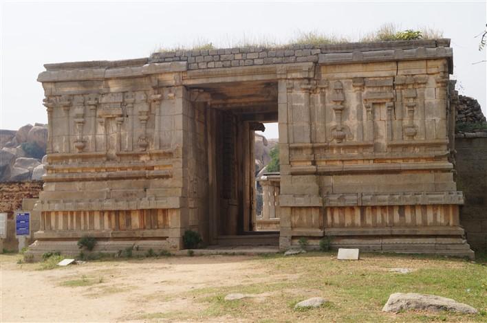 Varaha Temple, Hampi. Copyright Karnataka.com