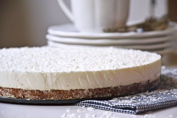 Healthy coconut cheesecake