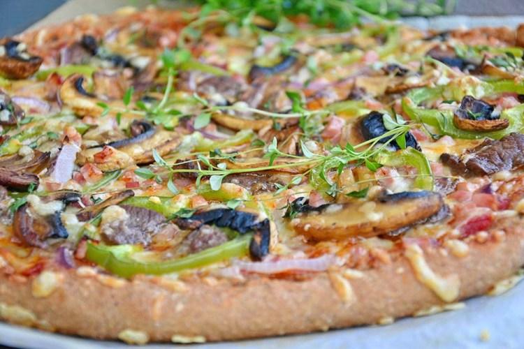 Beef & mushroom pizza