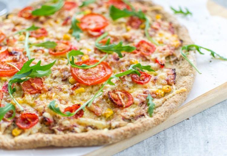 Pizza med pesto, skinke & tomat (glutenfri)