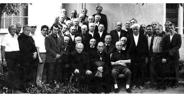 A legalizáció utáni első papi gyűlés (Szabó Konstantin az első sorban balról a harmadik)