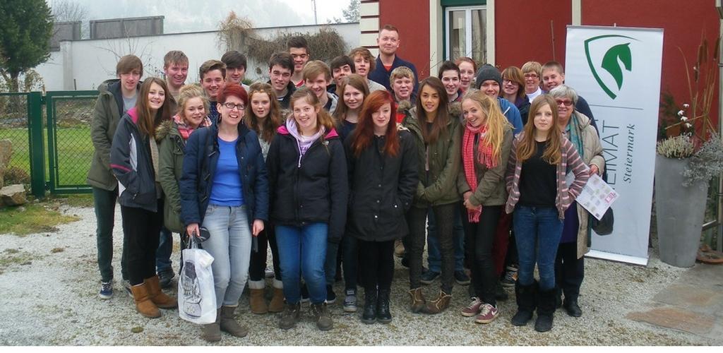 Andrea Mark mit Schulklasse von Lady Lumley School in Köflach