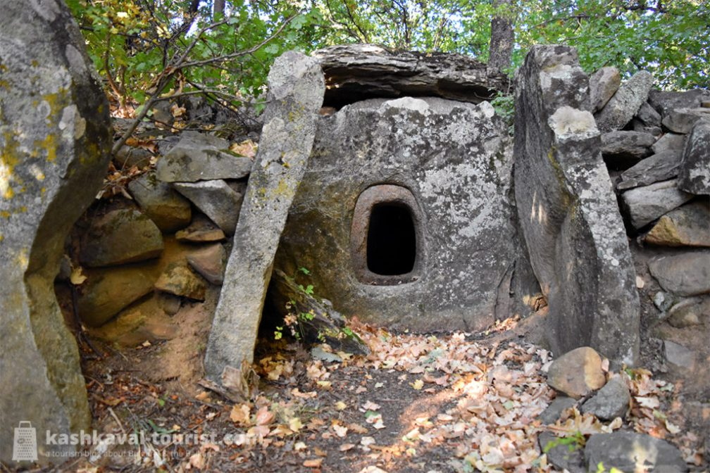 Dragon houses: step into ancient dolmens on a jeep safari