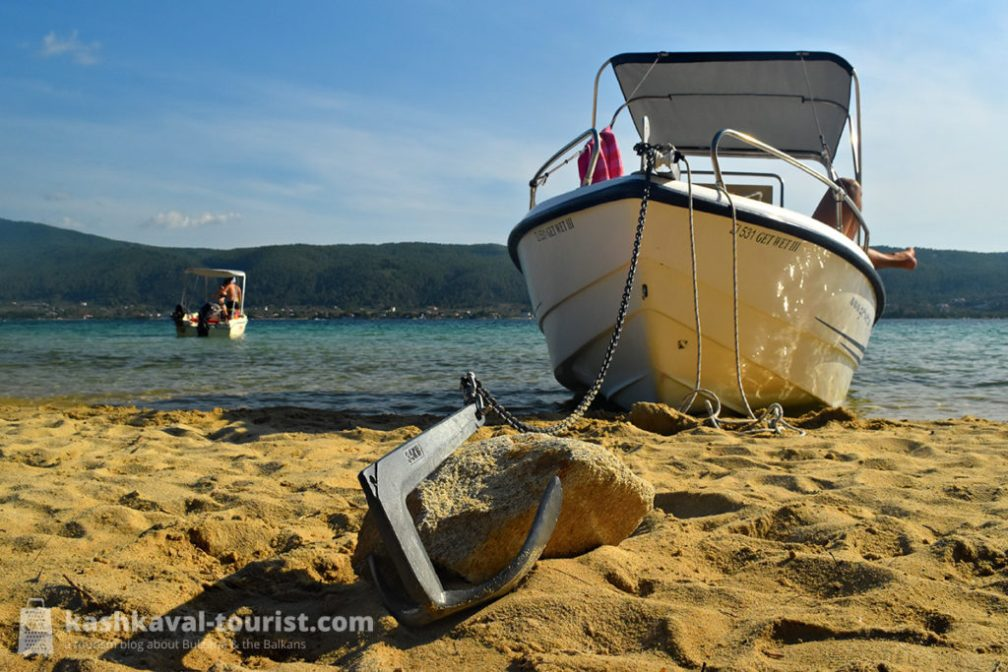 Easy as one, two, three – exploring Diaporos island in a rental boat
