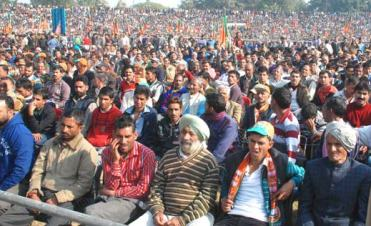 People-at-Narendra-Modi-Lalkaar-rally-in-Jammu