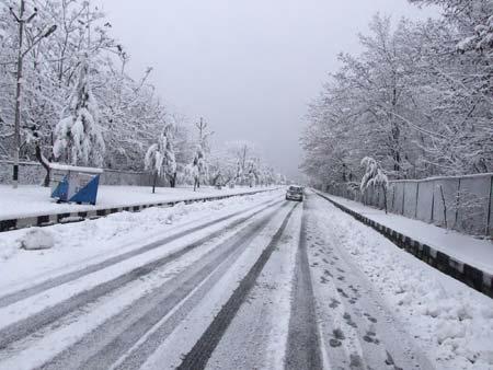 Heavy-Snowfall-in-Srinagar-on-31st-December-2013